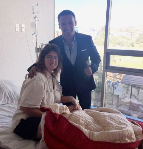 A-Gastric-Sleeve-Client-with-her-Bariatric-Surgeon---Tijuana